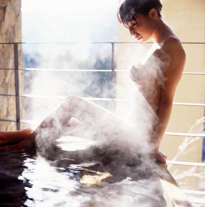 Thường xuyên tắm nước nóng hạn chế vòng 1 phát triển