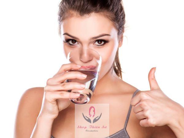Cách làm vòng 1 to ở tuổi dậy thì bằng uống nước