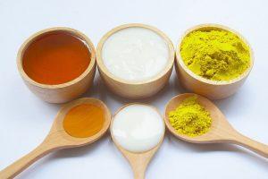 Tẩy da chết bằng nguyên liệu tự nhiên từ bột nghệ