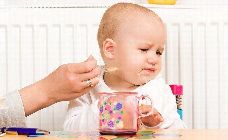 Bé 9 tháng tuổi biếng ăn