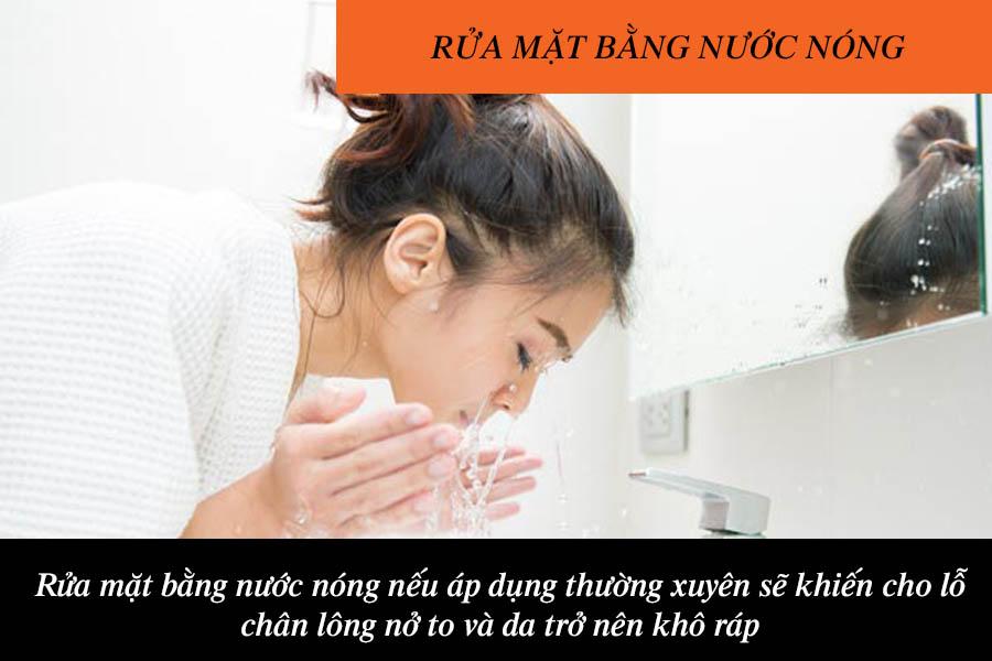 Rửa mặt nước nóng khiến quầng mắt thâm đen