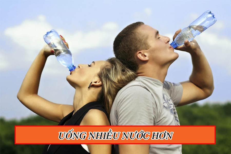 Uống nhiều nước tốt cho mắt